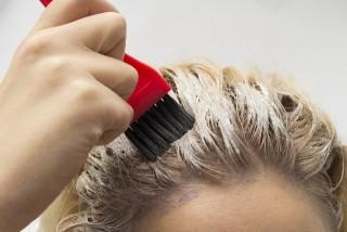 黒染めを髪を傷ませないで明るく戻す!【ブリーチ】と【アルカリ・酸性脱染剤】の違い。