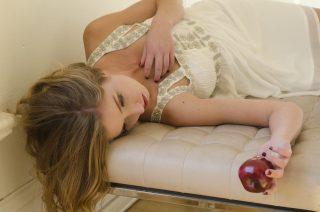 【腰痛対策】腰痛を根本から治すには高反発マットレスが効く!?【美容師さん必見】